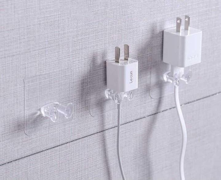Có nên dùng móc dán tường nhựa hay không?
